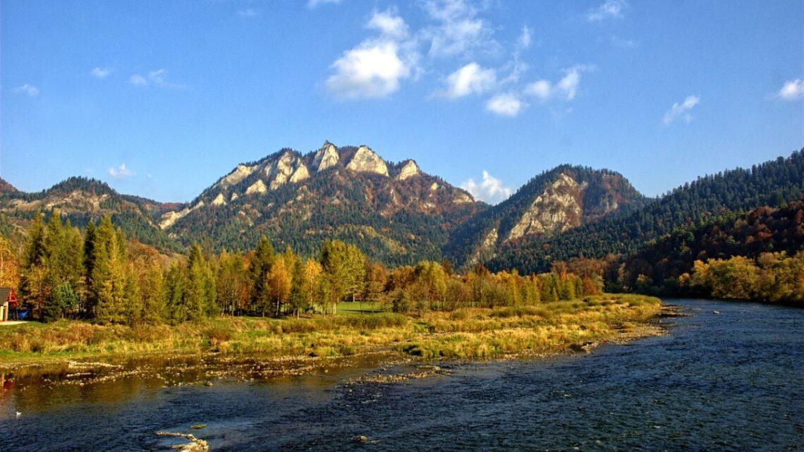 Atrakcja w górach, która dostarczy zabawy? Spływ Dunajcem!